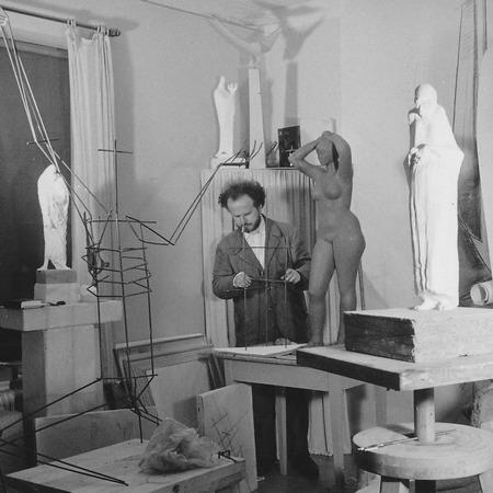 Wagner Nándor in his atelier in Lund